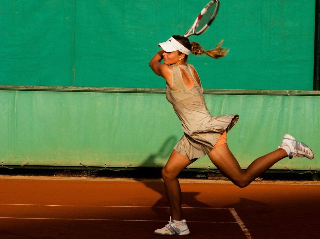 tennis-player-1246768_1280